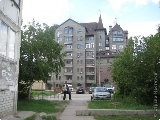 В нашем городе построили замок. Официально он называется Грин хаус, а в народе - замок Дракулы. Давайте подойдём к нему поближе. фото 2