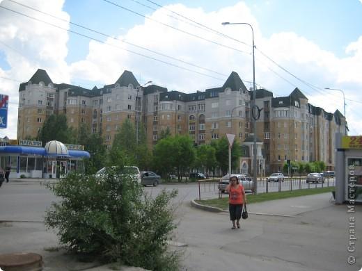 В нашем городе построили замок. Официально он называется Грин хаус, а в народе - замок Дракулы. Давайте подойдём к нему поближе. фото 16