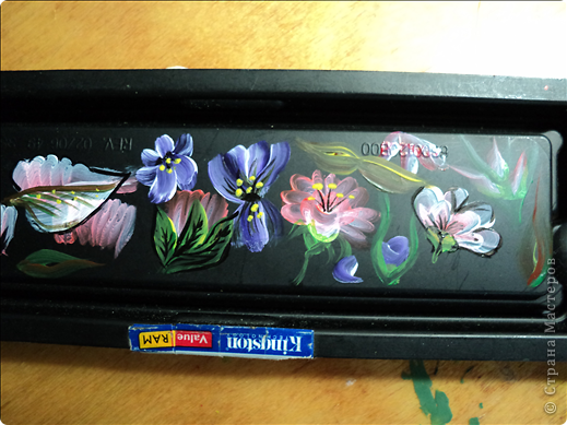 Очень захотелось научиться самой росписывать предметы. Вот мои работы. Краски акриловые. Пыталась под китайскую роспись, когда плоской кисточкой набирают две контрастные краски. фото 10