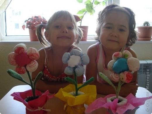 Сегодня с девочками закончили наши цветочки. Результатом остались довольны.