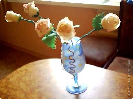 Вот такие розочки у меня получились,сделала их давно,ждала когда высохнут.Розы стоят в бокале,который обклеин салфеткой. фото 1