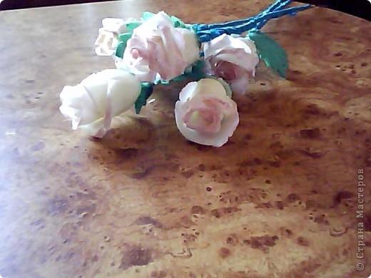 Вот такие розочки у меня получились,сделала их давно,ждала когда высохнут.Розы стоят в бокале,который обклеин салфеткой. фото 3