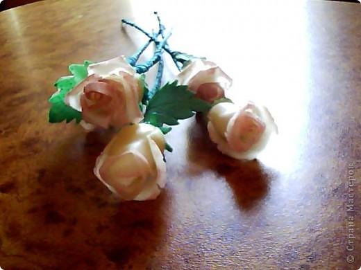 Вот такие розочки у меня получились,сделала их давно,ждала когда высохнут.Розы стоят в бокале,который обклеин салфеткой. фото 4