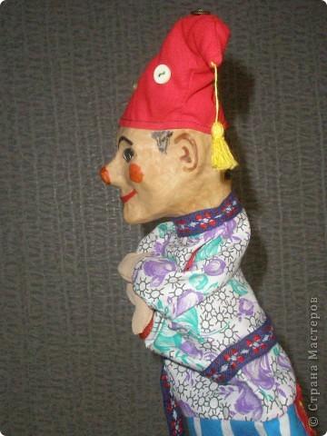Вот такая веселая кукла для школьного театра получилась при освоении техники папье-маше. фото 2