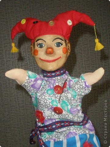 Вот такая веселая кукла для школьного театра получилась при освоении техники папье-маше. фото 1