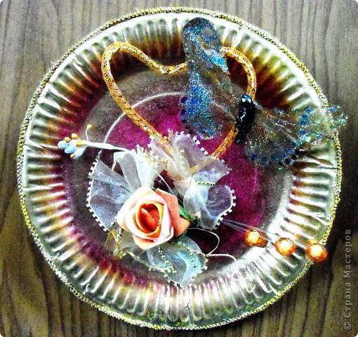 Основа-склеенные(для прочности) и покрашенные одноразовые тарелки;цветы и листья-нажелатиненная ткань. фото 2