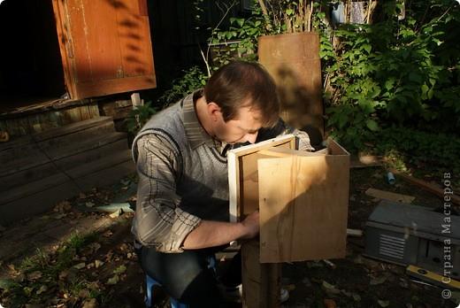 Вот такая кормушка для птиц, самодельная, используется по назначению осенью и зимой.  фото 7
