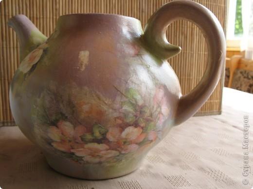 Чайнике! Неделю назад на даче обнаружила неопознанный объект - чайничек. Коричневого цвета, в общем, продукт социалистического труда, без крышки. фото 4