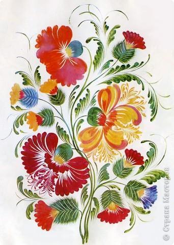 """Традиционные цветы в петриковской росписи называются """"цыбулька""""  ( луковичка) и кучерявка. Они представляют собой не какое-то реальное растение, а являются стилизованной формой, элементы которой могут напоминать цветы пиона, георгина, тюльпана, майора, хризантемы, астры или какого-либо полевого цветка.    Цыбулька может быть выполнена как круглой кистью, так и кошачьей. Напоминает такой цветок по форме луковичку, то плотно закрытую с симметрично расположенными лепестками ( два верхних и нижний цветы на рисунке), то наполовину раскрытую с серединкой самой разной формы (центральный цветок).В цыбульке обычно делается в середине цветка более светлый подмалевок для создания объема. Используются обязательно переходные мазки, в которых цвет плавно перетекает из одного тона в другой . В середине цветка они короче и прямее, а по бокам длиннее и изогнуты к середине. Нижние лепестки отходят в сторону, создавая раскрытость. фото 4"""