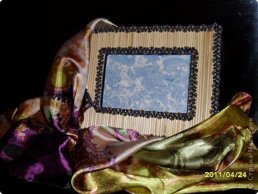 Вот такой подарок - рамочка под фото и шелковый платок я подарила тете на день рождения. фото 1