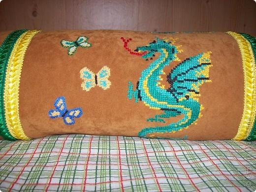 диванная подушка для дочери (с одной стороны) фото 2