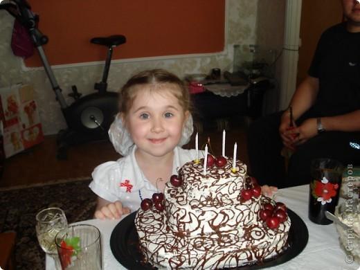 Обожаю этот торт! Коржи просто до невозможности пышные и немного влажные. Рецепт я уже давала. фото 2