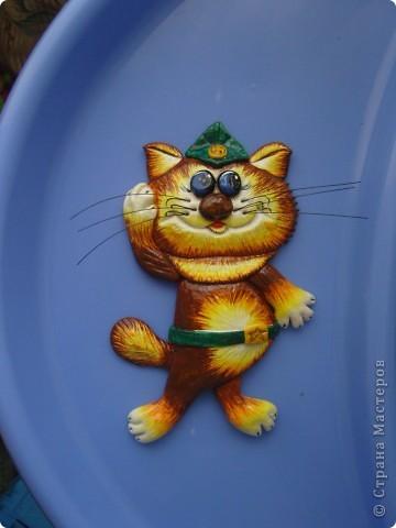 Котик пока еще без рамки...на стуле стоит) фото 3