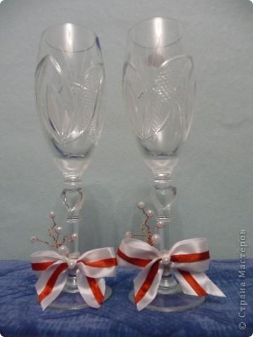 Попросили украсить бокалы без цветов, на бело-красную свадьбу.  фото 1