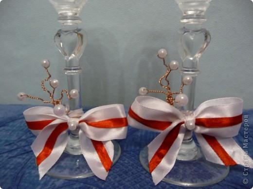 Попросили украсить бокалы без цветов, на бело-красную свадьбу.  фото 2
