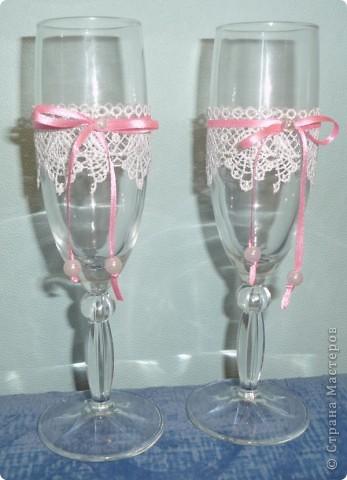 Попросили украсить бокалы без цветов, на бело-красную свадьбу.  фото 3