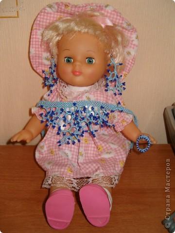 Хоть модель и кукла, а колье настоящее!