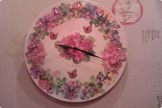 Пластинка, грунтовка, акриловая краска, рисовая бумага, лак, стразы, часовой механизм. фото 1