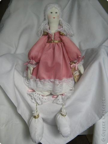 Моя первая текстильная куколка))) Не последняя)))) Оказывается шить кукол - это безумно интересно и увлекательно! Рост 40 см, сидя 33 см. фото 2