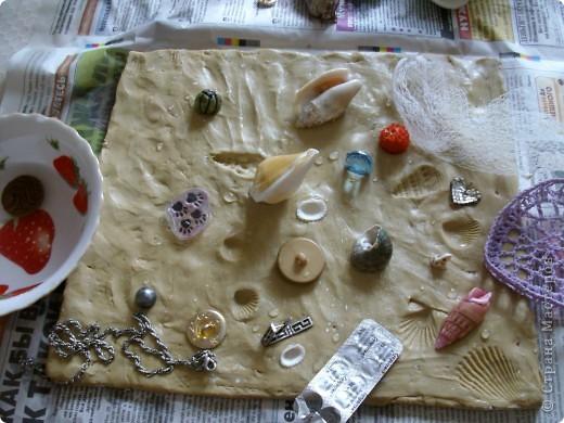 вот такую вазу предлагаю вам сегодня соорудить своими руками. летом я очень люблю покупать у бабушек букетики полевых цветов, по размеру они небольшие и этой вазочки вполне хватит. фотографий будет много, постаралась заснять процесс подробно. пользовалась вот этими уроками, соединив их и кое-что поменяв. http://katrai.ru/post158756180/ и http://katrai.ru/post158756315/ фото 6