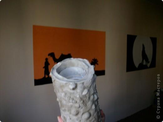 вот такую вазу предлагаю вам сегодня соорудить своими руками. летом я очень люблю покупать у бабушек букетики полевых цветов, по размеру они небольшие и этой вазочки вполне хватит. фотографий будет много, постаралась заснять процесс подробно. пользовалась вот этими уроками, соединив их и кое-что поменяв. http://katrai.ru/post158756180/ и http://katrai.ru/post158756315/ фото 29