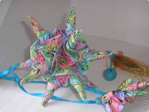Доброго времени суток, Страна! Никогда не получались у меня такие кусудамы. Но посмотрев на Марию Синайскую http://www.flickr.com/photos/51642560@N02/, решила себе тоже что-то скруть. фото 1