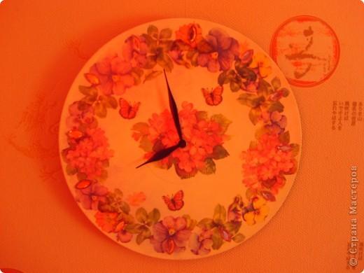 Пластинка, грунтовка, акриловая краска, рисовая бумага, лак, стразы, часовой механизм. фото 2