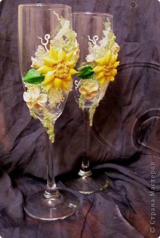 """Свадебные бокалы """"Подсолнечные"""" Крупный декор под заказ клиента выпонен из пластики, бисера фото 1"""