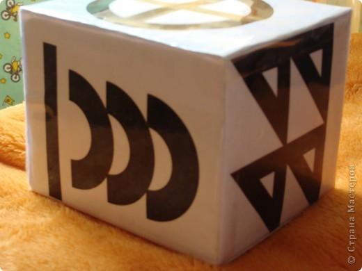 тоже для развития зрения + коробочка для игрушек от мобиля фото 2