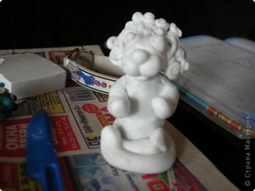 """Этого Лёву я сделала в подарок деду на 65-летие. Сделала за 1 час. Материалы, которые я не сфотографировала: проволока для очков, пластилин обыкновенный( для макета головы) и бумага для книжки (книжку я сделала так:отсканировала на комп обложку от """"Квантовой теории"""", уменьшила в """"Word"""", распечатала на чёрн.-бел. принтере и раскрасила!   фото 13"""