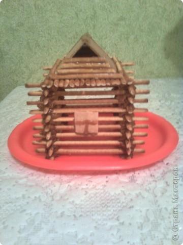 У сынули день рождения, хотелось придумать что-нибудь интересное, вот одна из идей домик из соломки, скрепленный варенной сгущенкой. фото 1