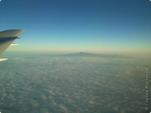 Пришлось опять слетать в Африку на пару дней. В этот раз была только в Найроби. Хочу поделиться небольшим фототчетом. Итак, это гора, не знаю как называется, но не Килиманджаро. В этот раз я ее не видела. Килиманджаро в 2 раза выше (5 с чем-то тыс метров), и единственная на африканском континенте покрытая снегом.  фото 1