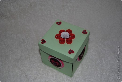 Дочурка подарила подружке коробочку с сюрпризом. фото 1