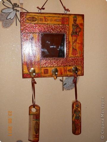 Вот такое вот зеркальце с щеткой и расческами, я сделала в подарок, оч. надеюсь, что он придется по душе!!! фото 1