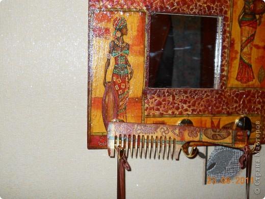 Вот такое вот зеркальце с щеткой и расческами, я сделала в подарок, оч. надеюсь, что он придется по душе!!! фото 2