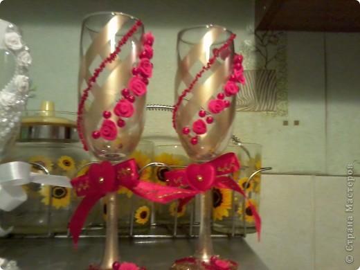 делала первый раз бутылку такую ))) Бокалы эти были для  жениха  и невесты  и  свидетелей  фото 3