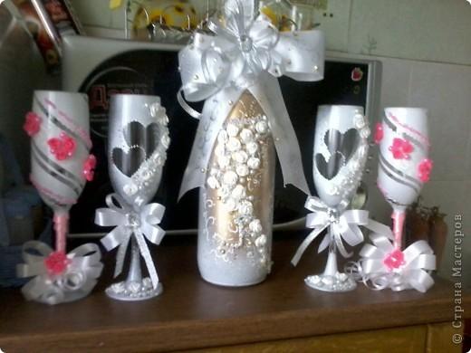 делала первый раз бутылку такую ))) Бокалы эти были для  жениха  и невесты  и  свидетелей  фото 1