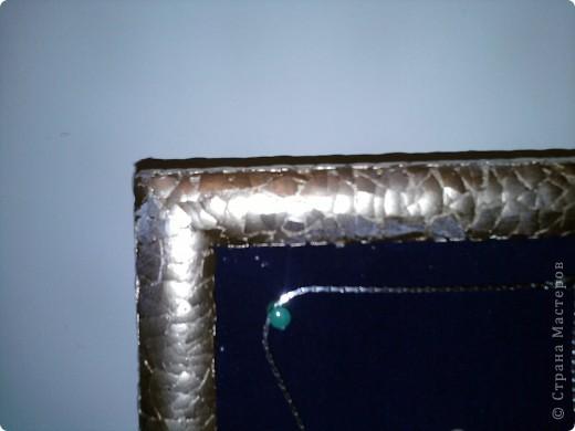 Вот такая вешалка для бижутерии у меня получилась! Рамка обклеена яичной скорлупой, на фанеру натянута ткань. фото 2