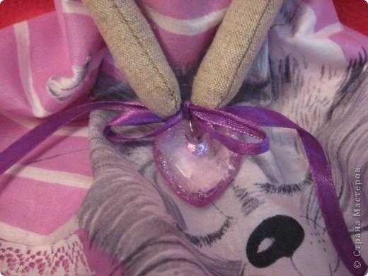 Здравствуйте, мои дорогие!!!  Получив от меня в подарок красотку Лару, моя Лариса так обрадовалась, что заказала мне в срочном порядке куклу для её дочери Светы. А Света-психолог.  Вот тут-то я и призадумалась, а как же мне сделать куклу-психолога? (с куклой-парикмахером было намного легче :)))   И я решила так-психолог-это человек, который в какой-то степени дарит людям счастье (во всяком случае-душевное-то точно),  а кто подарит счастье самому психологу?????  АНГЕЛ, НЕСУЩИЙ СЧАСТЬЕ!!!! фото 6