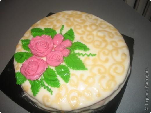 Внутри тортик по рецепту tankи_1   http://stranamasterov.ru/node/43072, а сверху молочная мастика