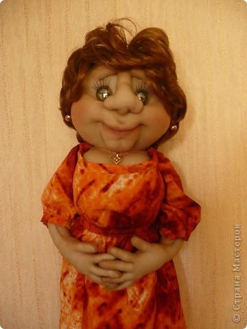 """Вот такая очередная пакетница родилась. Была сделана  по просьбе  коллеги, как подарок ко дню рождения знакомого. Вообщем кукла получилась маленькой копией заказчицы. Даже  один наш общий знакомый, увидев куклу сказал : """" О, Наталья Михайловна"""" Она сначала даже  обиделась фото 1"""