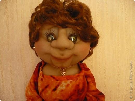 """Вот такая очередная пакетница родилась. Была сделана  по просьбе  коллеги, как подарок ко дню рождения знакомого. Вообщем кукла получилась маленькой копией заказчицы. Даже  один наш общий знакомый, увидев куклу сказал : """" О, Наталья Михайловна"""" Она сначала даже  обиделась фото 2"""