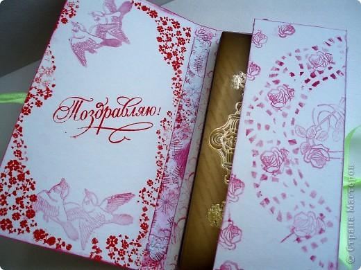 Сердца, нашедшие друг друга. Открытка для сестры по случаю очередной годовщины свадьбы.  Скрап-бумага, ленты, полубусины. Сердечки из бумаги для пастели с ручным тиснением. Ключик - готовая заготовка из очень плотного картона (чипборд). фото 5