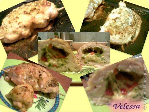 """Мы очень любим пиццу.:)) А в пицце любим, чтобы сыр тянулся.:)) Если вы тоже больше всего любите в пицце тянущийся сыр. То этот рецепт для вас.  И так: Берем куриную грудку, срезаем с косточки, получется два чудесных кусочка (которым я устроила по ходу, мини фото сессию:)).  На каждом кусочке делаем надрез вдоль, так чтобы создать """"кармашек"""", в котором у нас будет начинка. У меня  в даннном случае сыр голландский, болгарский красный перец и зелень.  Сыр натерт на крупную терку, остальное порезано. Конечно же ингридиенты в начинке могут варьироваться, неизменным остается только сыр и зелень(вместо перца можно положить порезанные оливки, например). фото 4"""