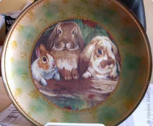 Эта тарелка была сделана в преддверии Нового года. Получились вот такие очень милые зайки.  фото 2