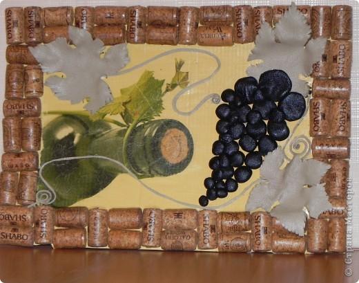Первая работа с кожей и декупажем.Рамка из винных пробок. фото 1