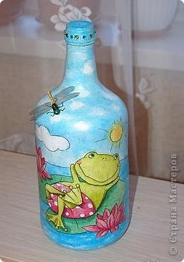 Любимая морская тема. У правой бутылки при имитации песка использована манная крупа.  Бутылка с лева. Для создания выпуклости под салфетку подложила соленое тесто. фото 4