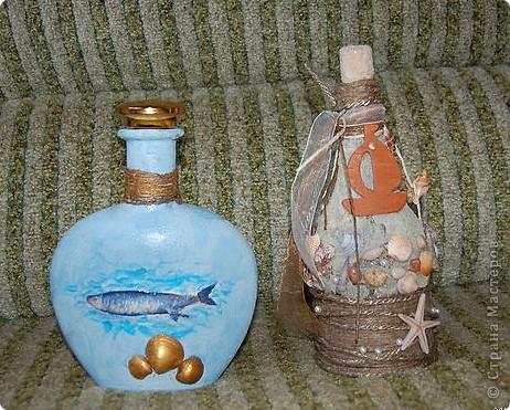 Любимая морская тема. У правой бутылки при имитации песка использована манная крупа.  Бутылка с лева. Для создания выпуклости под салфетку подложила соленое тесто. фото 2
