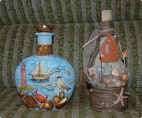 Любимая морская тема. У правой бутылки при имитации песка использована манная крупа.  Бутылка с лева. Для создания выпуклости под салфетку подложила соленое тесто. фото 1