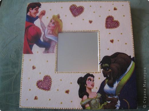 Зеркала сделала в подарок своей маленькой племяннице. Использовала салфетки с героями ее любимых сказок. Получилось симпатично и обладательница очень довольна.  фото 3